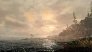 Screenshot severního pobřeží Skyrimu SE zachycuje nové zpracování vody o oblohy.